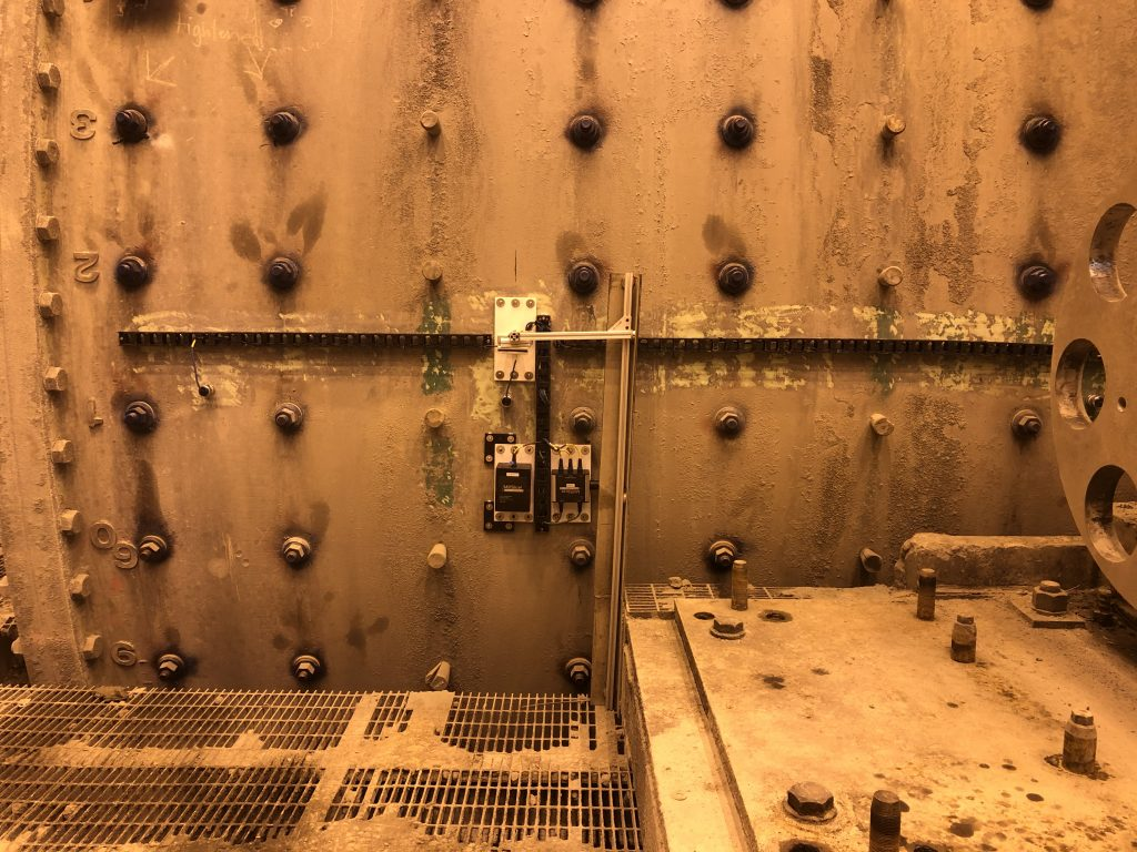 TriSlicer - 3 sensors loaded on mill shell